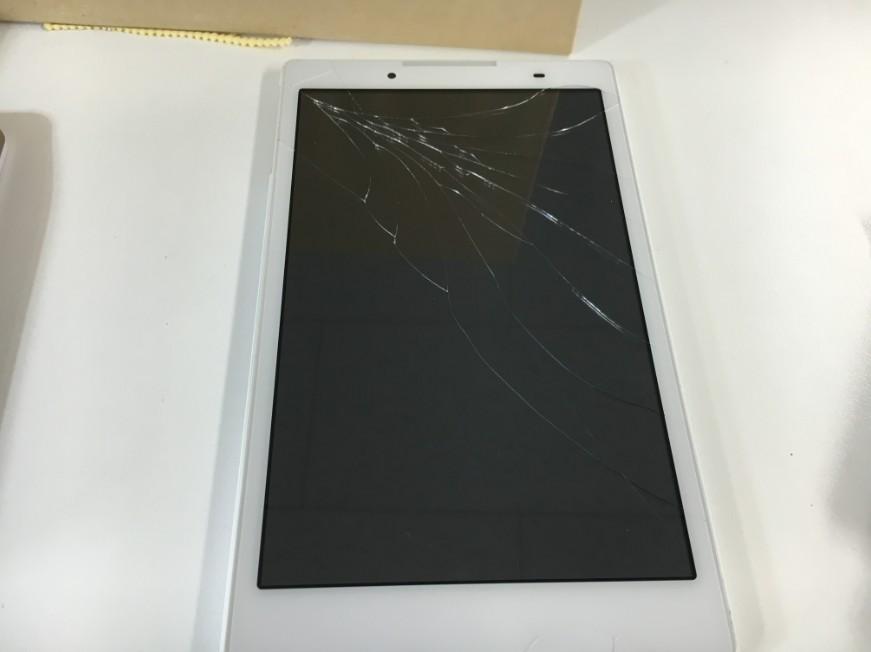 表面ガラス全体にひび割れが広がっているレノボ Tab2