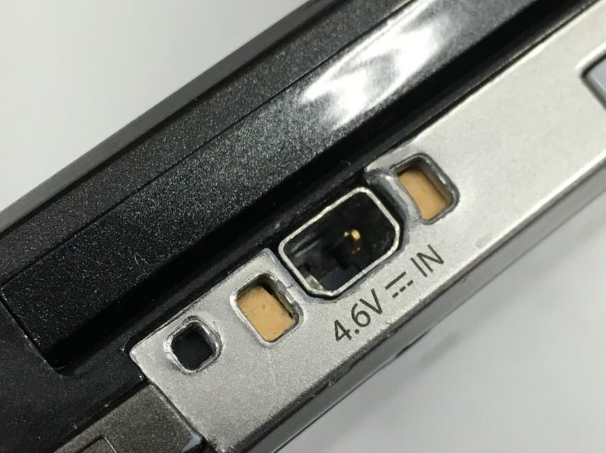 充電口の接点が折れている3DS