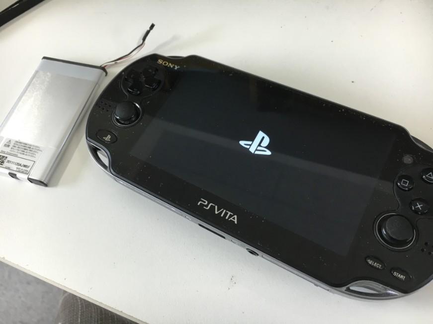 バッテリーを新品に交換したPSVita-2000