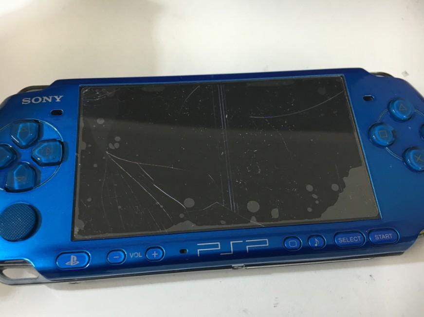 液晶漏れで画面が真っ黒な状態のPSP-3000