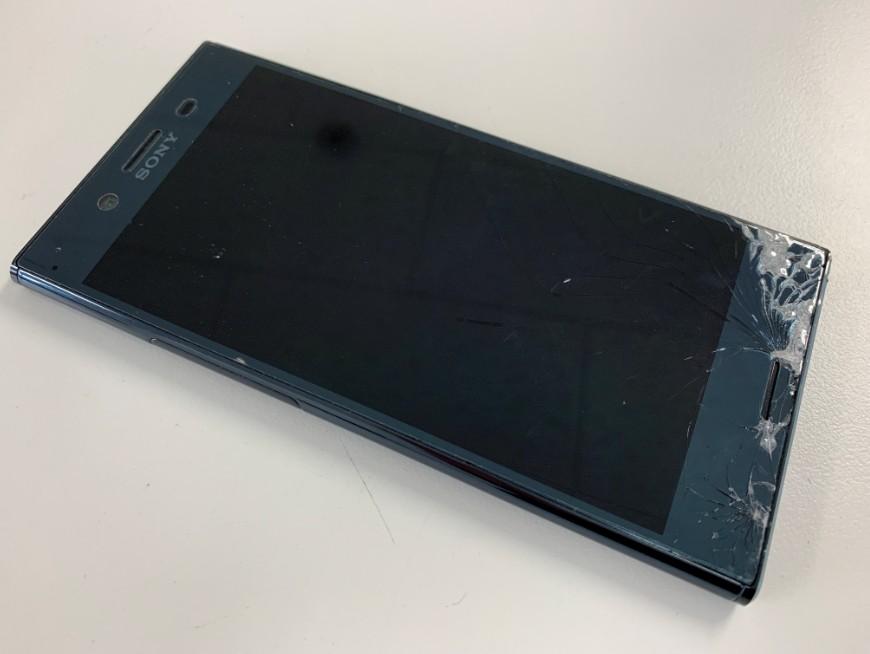 液晶画面の端が割れているXperia XZ Premium(SO-04J)