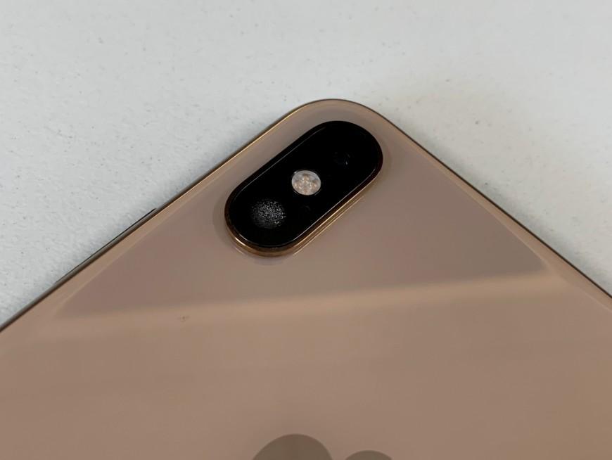 外カメラが結露しているiPhone XS Max