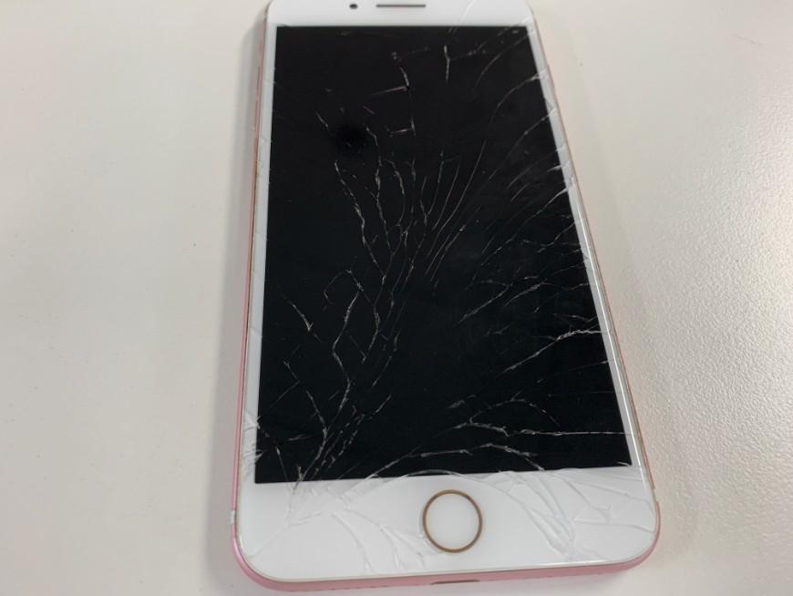液晶画面が割れて何も表示されないiPhone7Plus