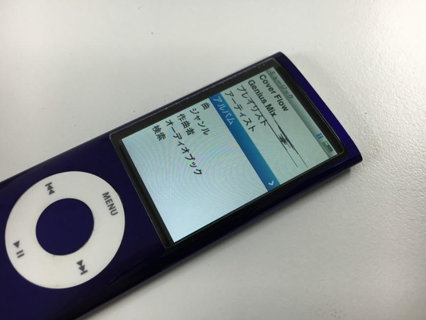 液晶漏れで一部黒く変色しているiPod nano第5世代