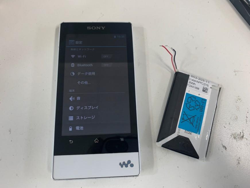 バッテリーを新品に交換して充電持ちが改善したウォークマン NW-F806