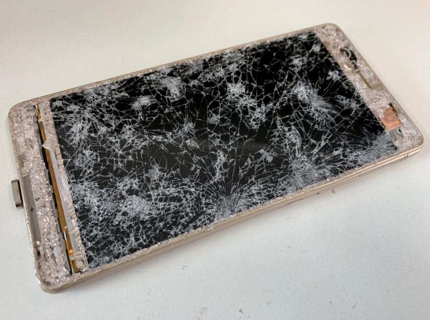 液晶画面が粉々になって操作が出来ないHUAWEI P9 Lite