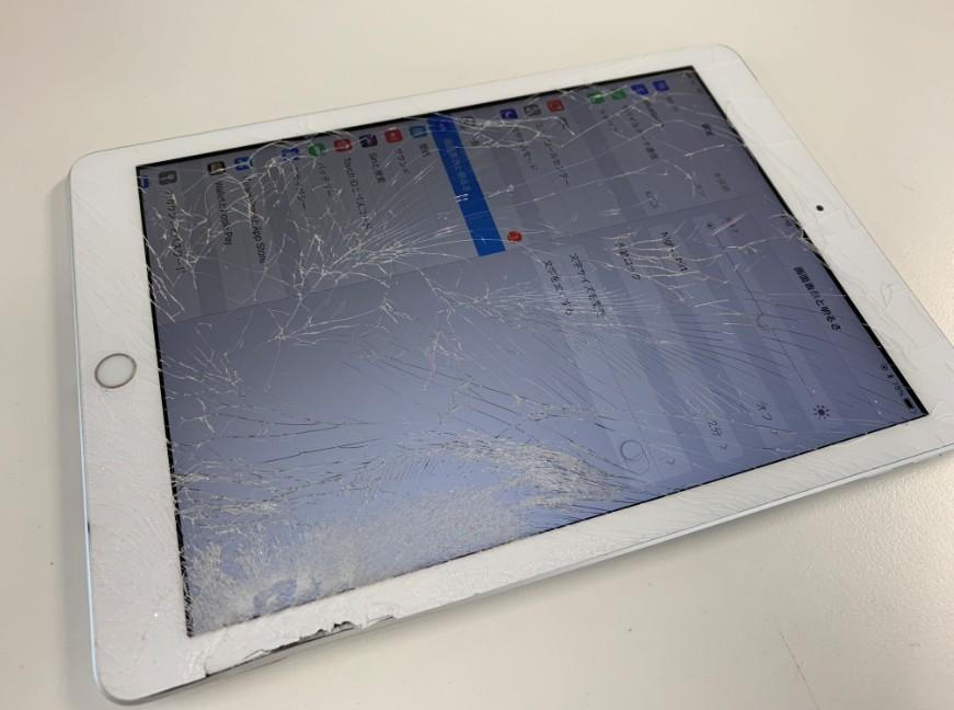 表面ガラスが割れてしまったiPad 第6世代