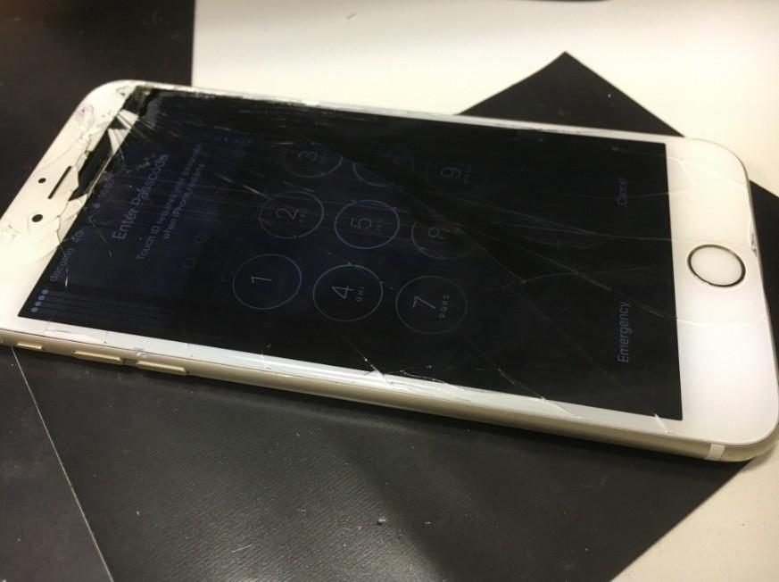 液晶に線が入って操作出来ないアイフォン6s