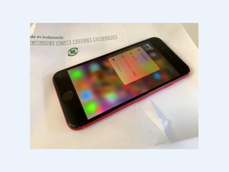 液晶画面交換修理後のiphone8(赤)