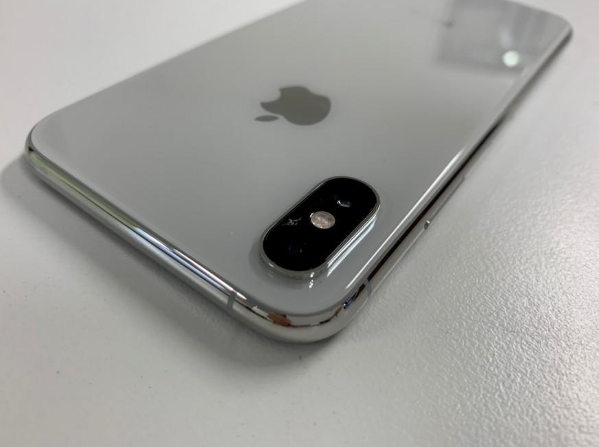 外側カメラレンズがひび割れたiPhone XS