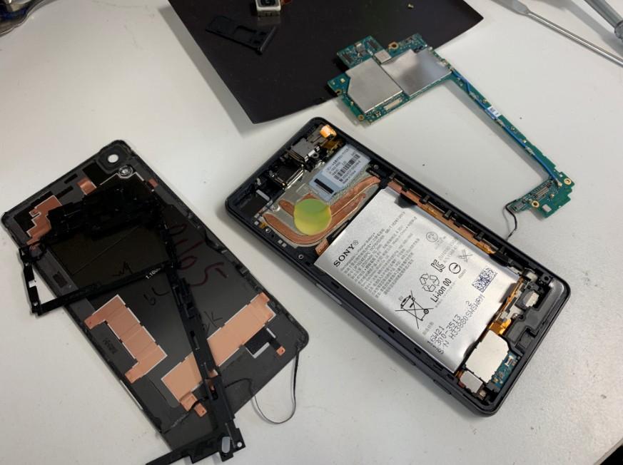 基板まで分解して基板洗浄乾燥中のXperia X performance(SO-04H)