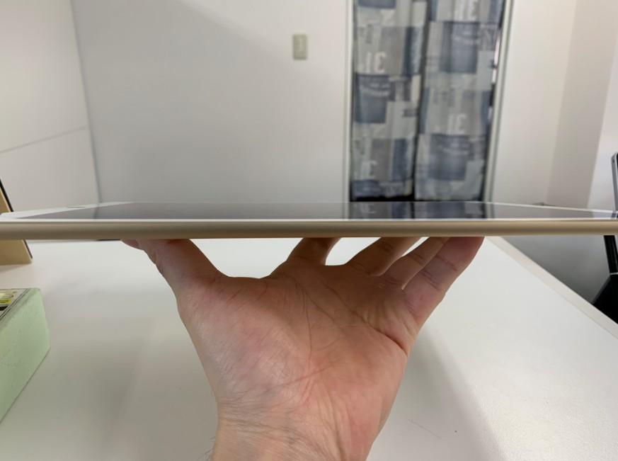バッテリー交換で浮いた液晶画面が本体に収まったiPad Pro 12.9(第1世代)
