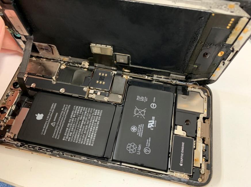本体内部まで水没したiPhone XS Max