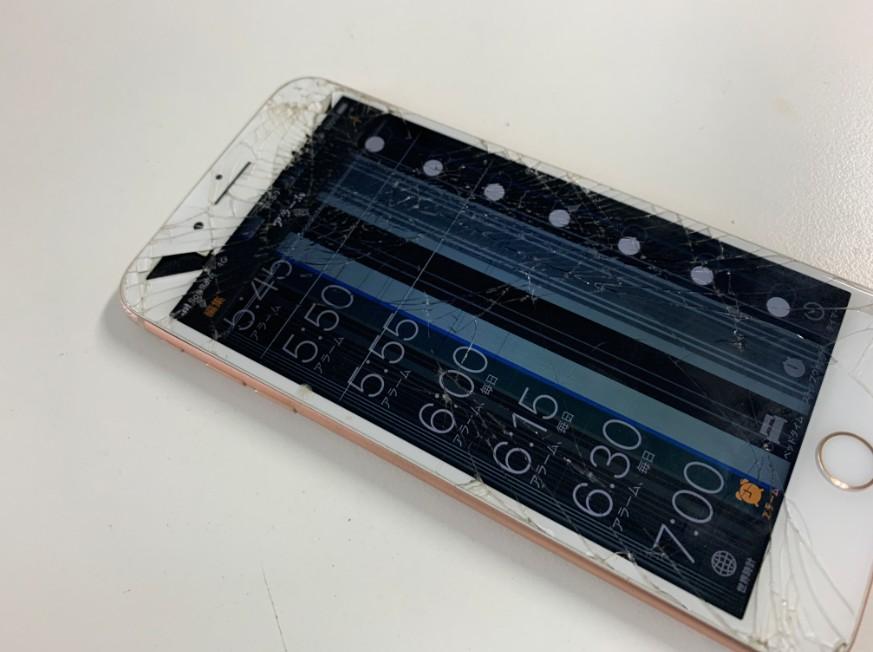 液晶画面が破損したiPhone8Plus