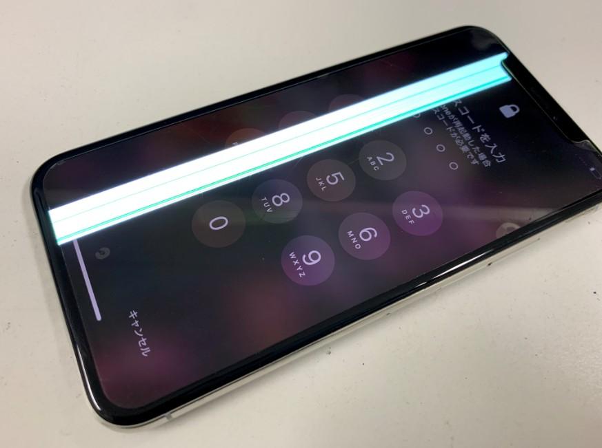 画面に眩しい線が入ったiPhoneX(テン)