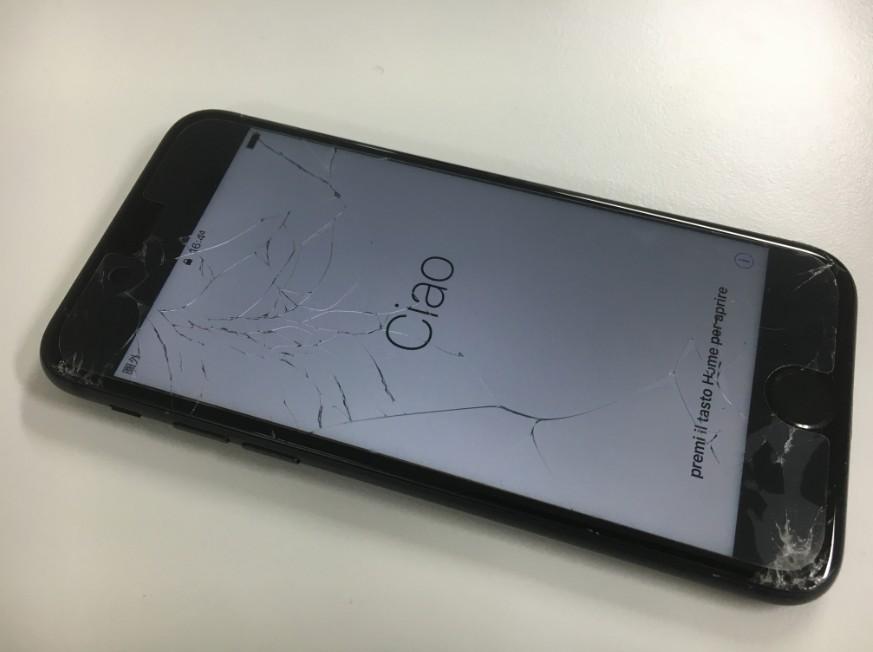 液晶画面が割れてタッチ切れのiPhone7