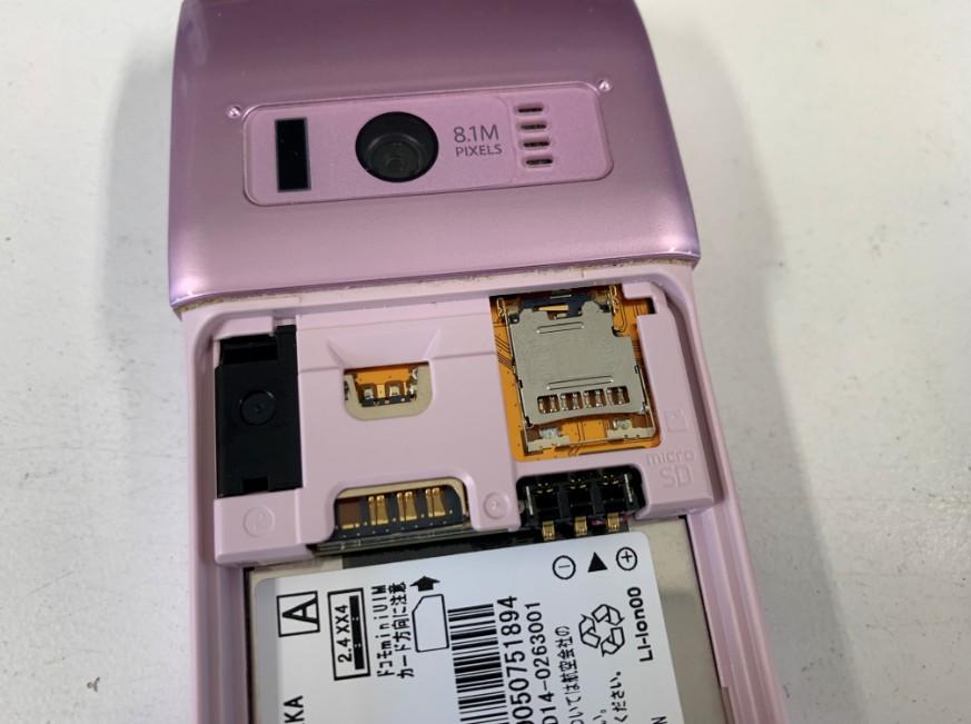 SDカードトレイを交換後のガラケー(N-01G)