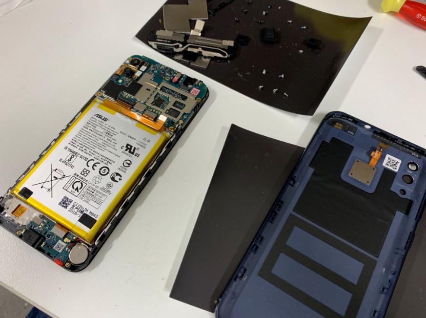 基板まで分解して洗浄中のZenfone Max(ZB555KL)
