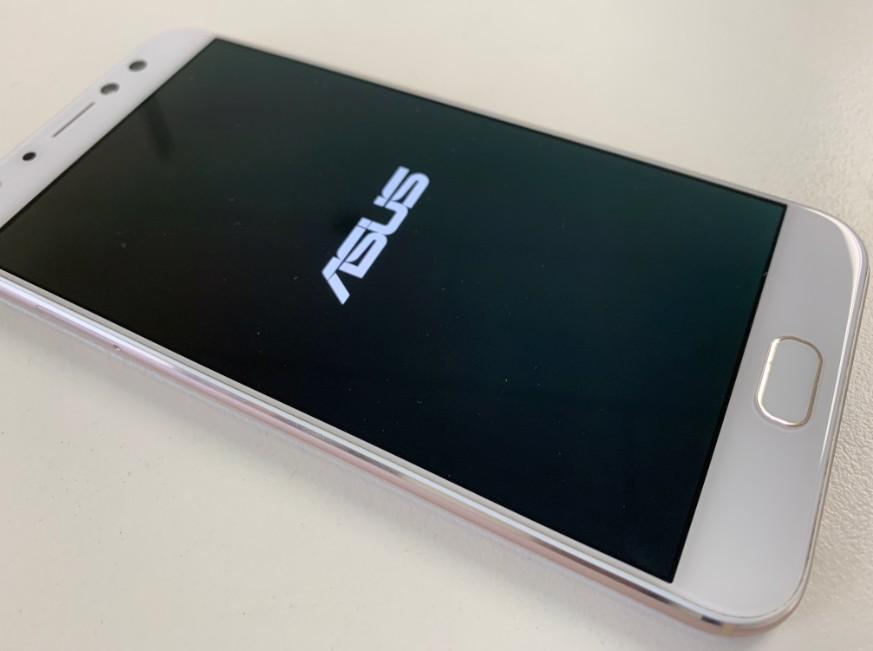 液晶画面交換修理後のZenfone4 selfie pro(ZD552KL)