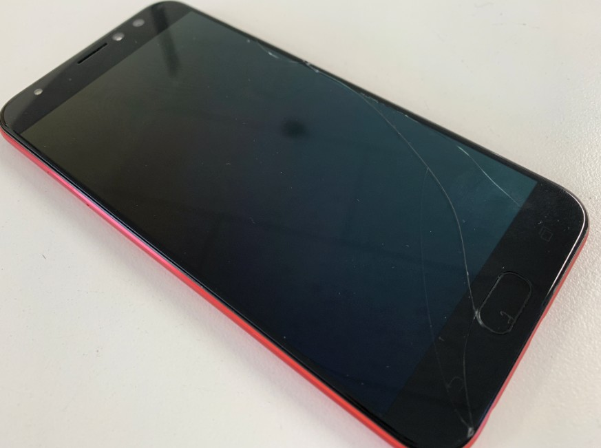 液晶画面が損傷して何も映らないZenfone4 selfie pro(ZD552KL)