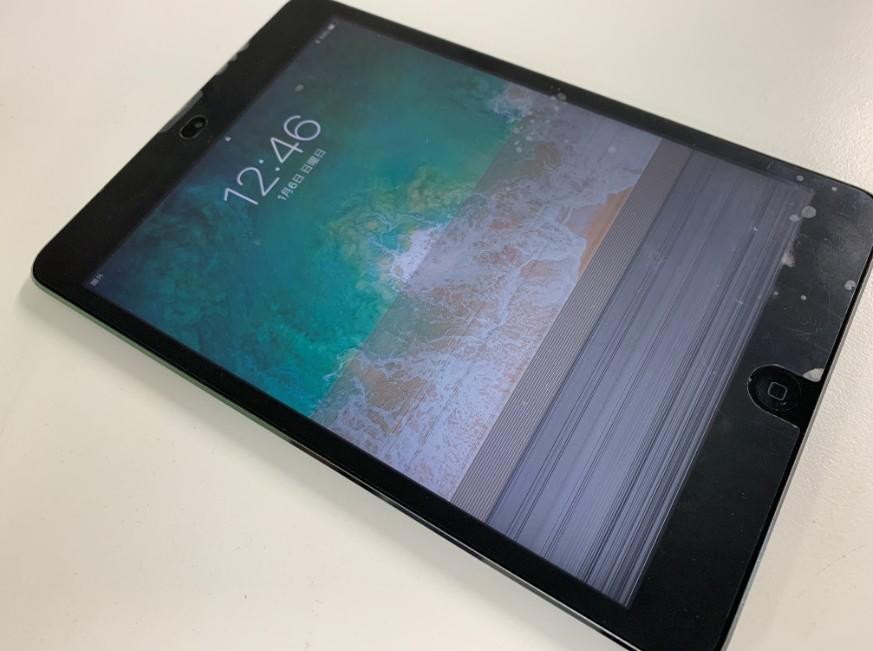 液晶画面の下部に無数の線が入っているiPad mini2