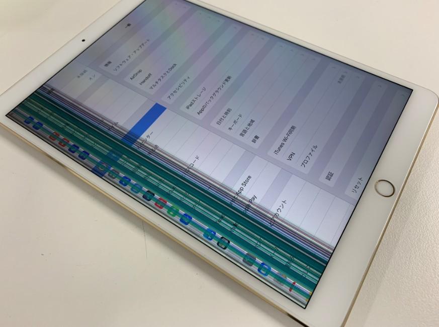 液晶画面に無数の線が入っているiPad Pro 10.5