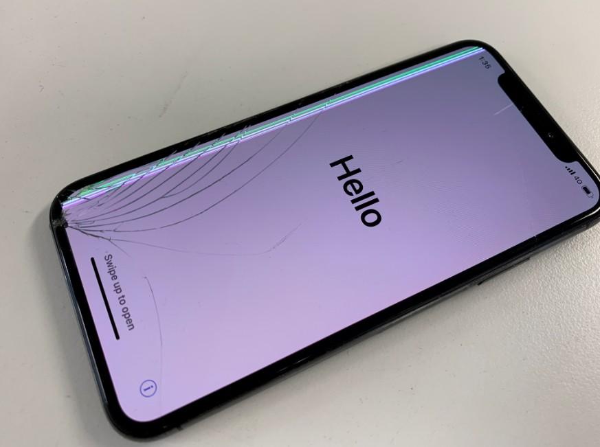 有機ELディスプレイが破損して間歩じい線が入るiPhone XS