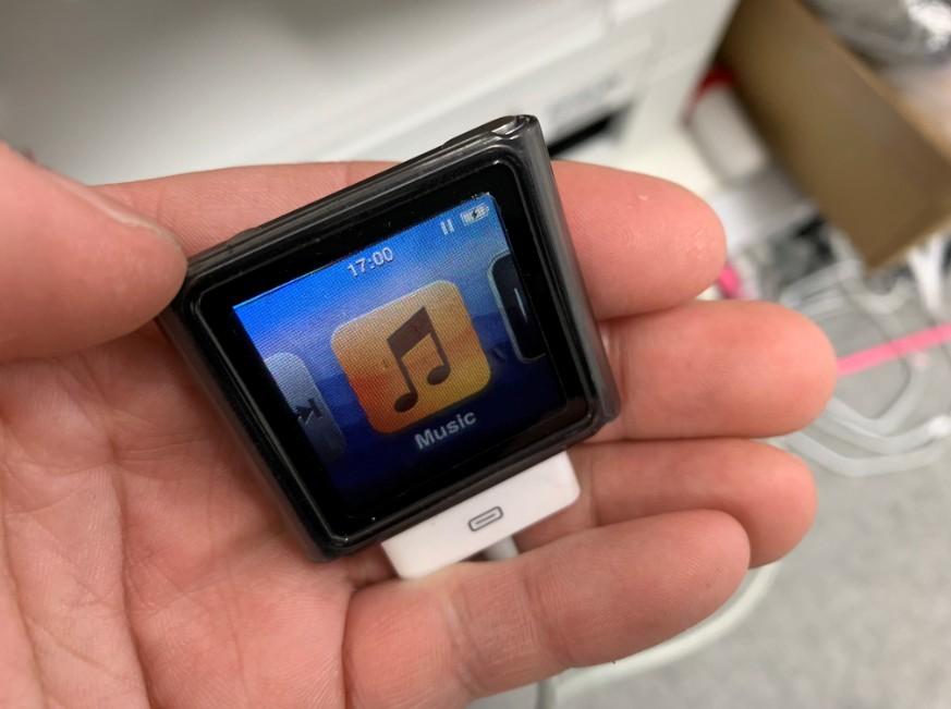 音量ボタンマイナスが押せないiPod nano第6世代