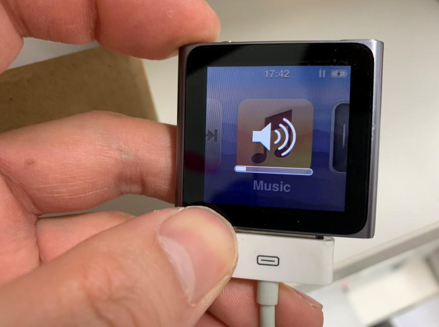 音量ボタンを押せるようになったiPod nano第6世代