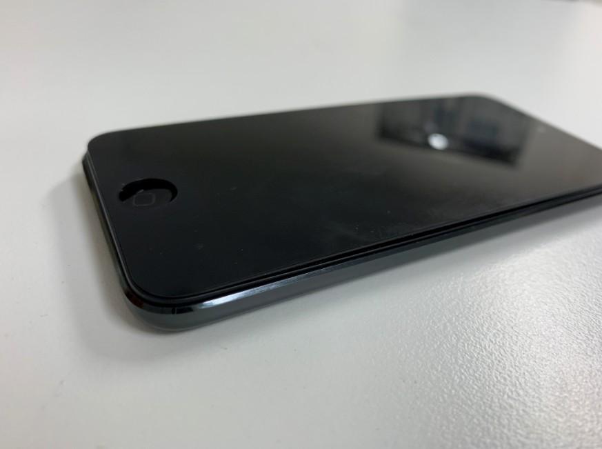 バッテリーが膨張して液晶画面が浮いているiPod touch 第6世代