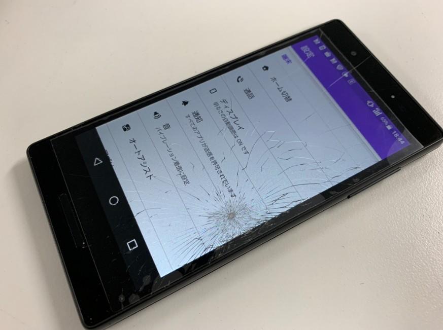液晶画面がひび割れたQua Phone QX(KYV42)