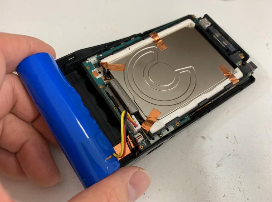 バッテリー交換修理中のgigabeat(V30E)