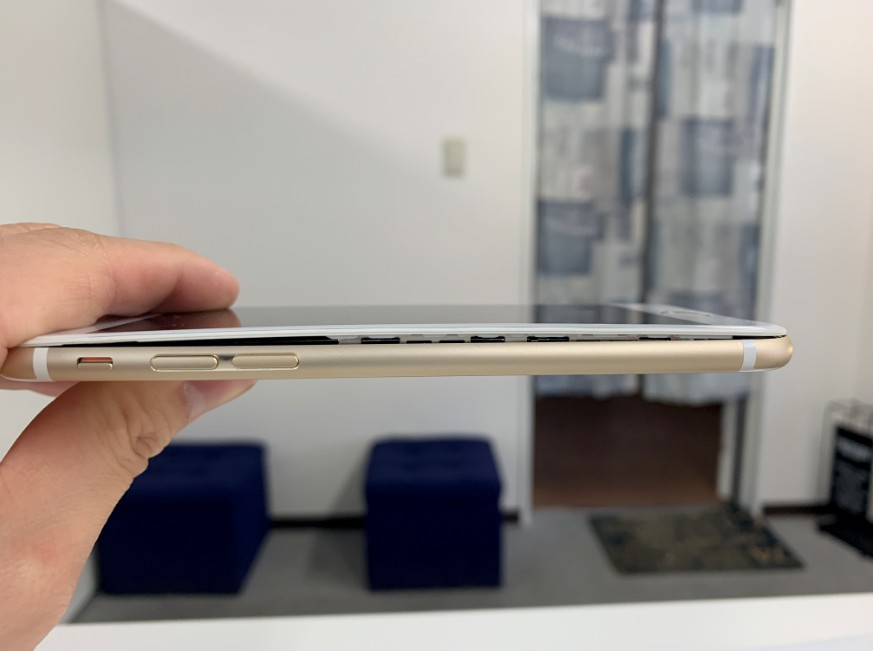 バッテリー膨張でハマグリ化しているiPhone6