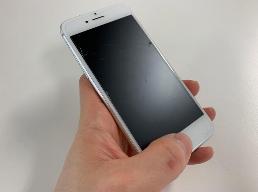 ホームボタンに触れただけで連打されるiPhone8