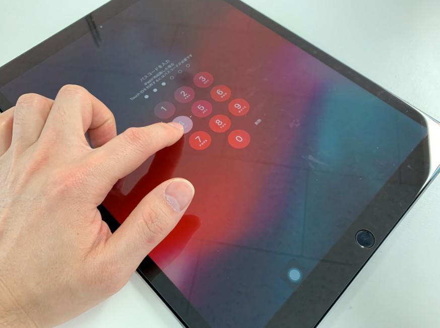 基盤修理で電源がはいるようになったiPad Pro 12.9 第2世代