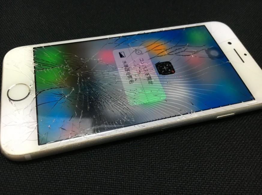 表面ガラスが割れているiPhone6s