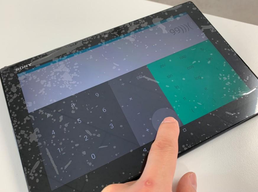 液晶画面交換修理が完了してタッチ切れが解消したXperia Z4 tablet(SO-05G)