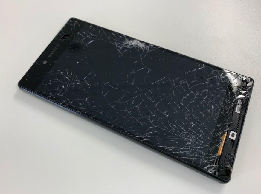 液晶画面が割れてタッチ操作が出来ないXperia Z5 premium(SO-04H)