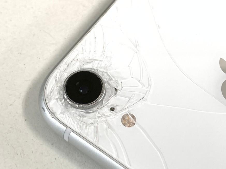 カメラレンズが割れて無くなったiPhone XR
