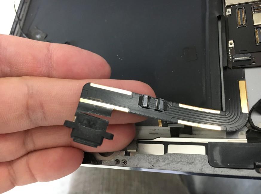 ドックコネクターが断線したiPad Air