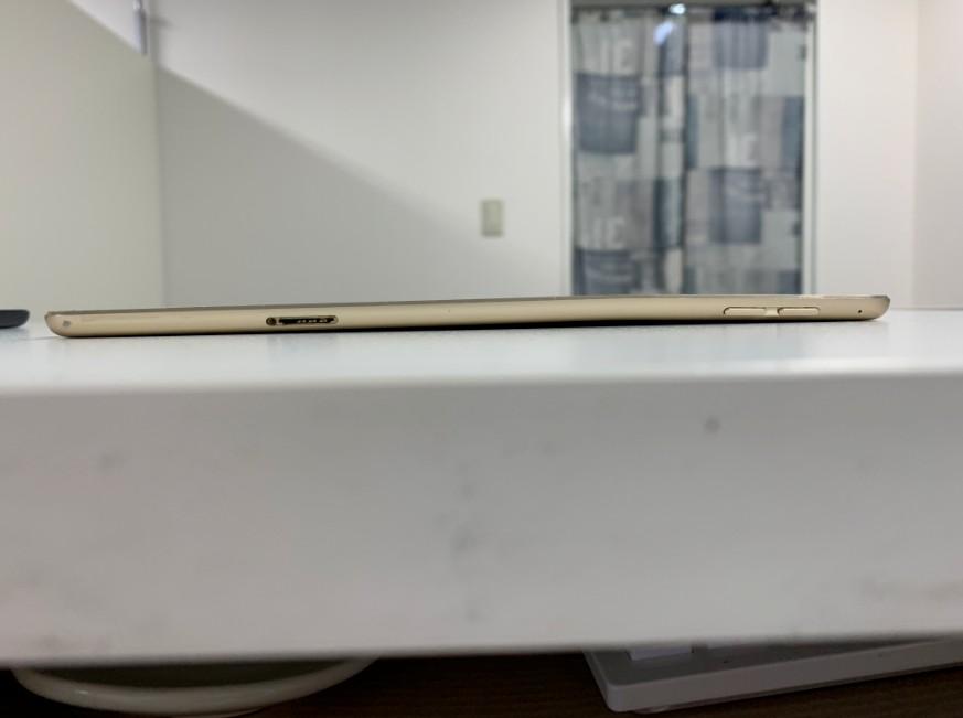 本体フレームがへの字に曲がっているiPad mini4