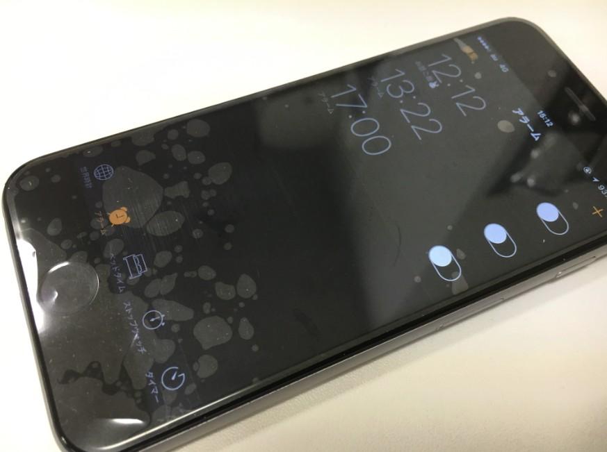 画面交換修理で液晶上の赤い線が消えたiPhone7