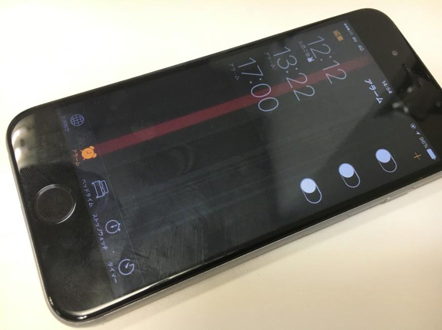 液晶画面に線が入っているiPhone7