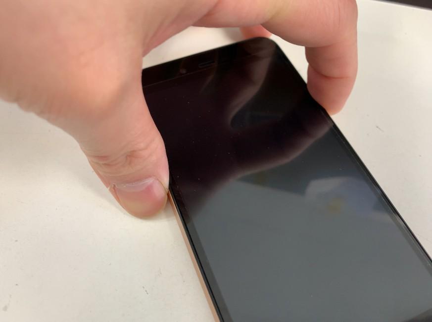 液晶画面に何も映らない状態のSH-M05