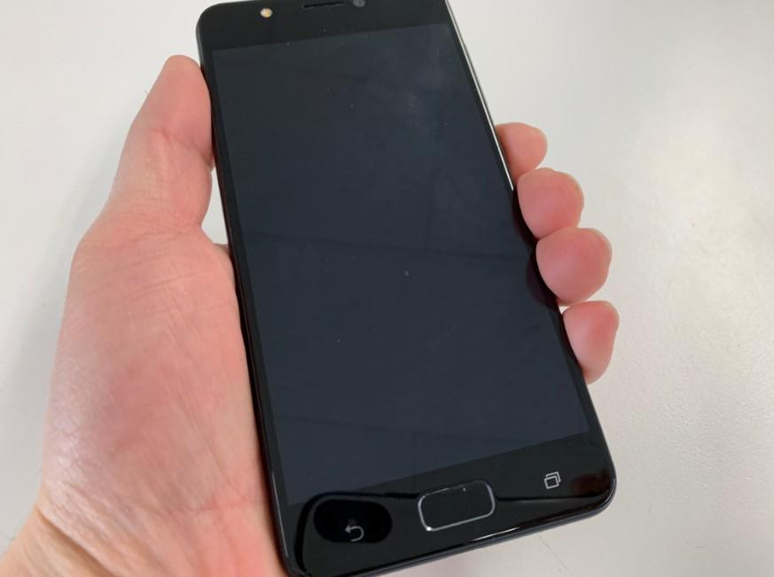 無反応で電源が入らないZenFone 4 Max(ZC520KL)