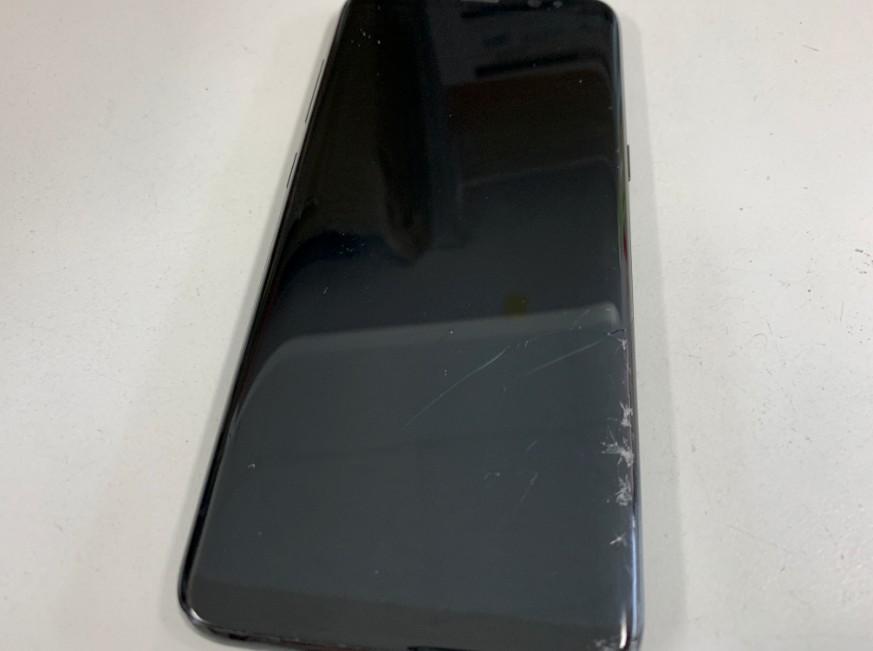 表面ガラスが割れてたまに誤動作するGalaxy S8(SO-02J)
