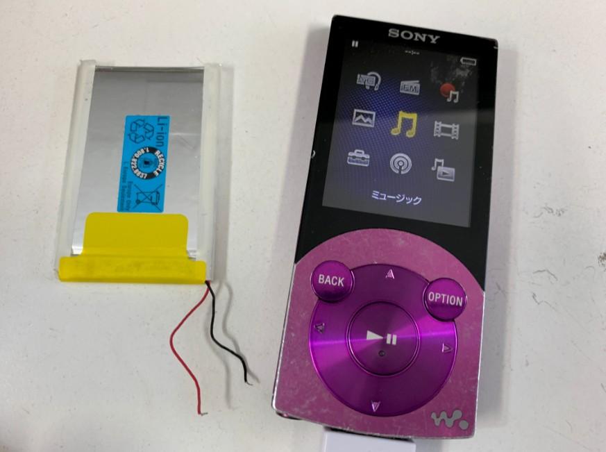 電池パックを新品に交換したNW-S744