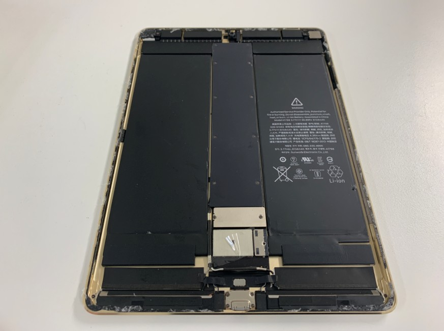 基板修理途中のiPad Pro 10.5