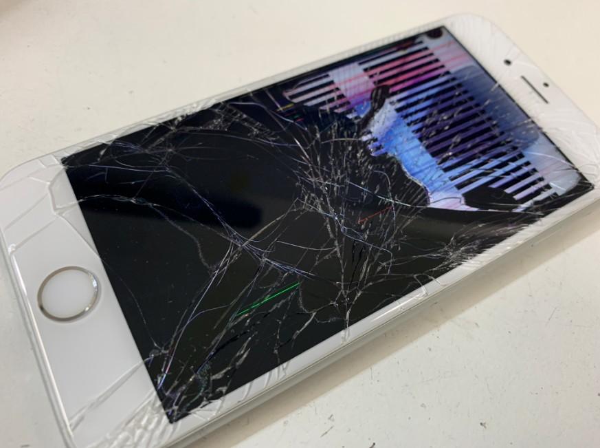 液晶画面が損傷して何が映っているか分からないiPhone6