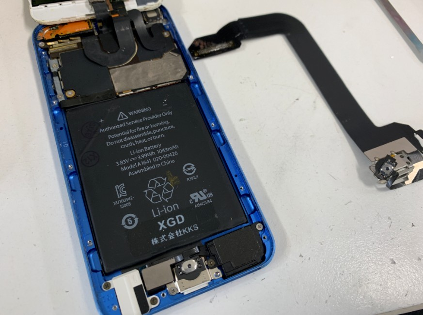 充電口ケーブル交換完了して組み上げたiPod Touch 第6世代